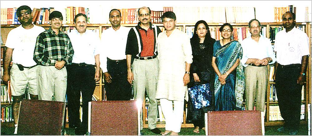 जून २००० में श्री अरुण प्रकाश के सौजन्य से ह्यूस्टन, टेक्सास में आयोजित अन्तर्राष्ट्रीय हिन्दी समिति के निदेशक मंडल की बैठक में श्री अशोक कुमार, श्री अरुण प्रकाश, श्री हिमांशु पाठक, श्री उदय शुक्ला, आगामी अध्यक्ष डा. नंदलाल सिंह, अध्यक्ष श्री सुरेंद्रनाथ तिवारी, सुश्री अनीता सरना, श्रीमती अरुण प्रकाश, डा. सतीश मलिक, और प्रबंध संपादक श्री शैलेंद्र गुप्ता