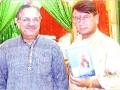पूर्व अध्यक्ष श्री सुरेन्द्रनाथ तिवारी अक्तूबर २००६ में श्री सत्यनारायण मंदिर की कवि गोष्ठी में श्री हिमांशु पाठक की पुस्तक का विमोचन करते