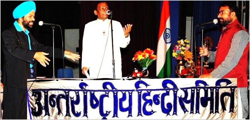 २००९ कवि सम्मेलन के कवि सरदार मंजीत सिंह, डा० सुरेन्द्र दुबे, और श्री राजेन्द्र राजन