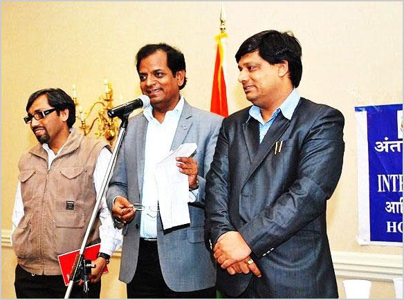 अप्रैल २०११ में आयोजित कवि सम्मेलन के अतिथि कवि श्री सर्वेश अस्थाना, डा॰ विष्णु सक्सेना, एवं डा॰ प्रवीण शुक्ल