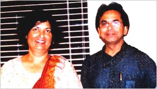 सितम्बर २००३, डैलस में आयोजित १३वें अधिवेशन में कवि डा० अशोक चक्रधर अतिथेय श्रीमती शीला सिंह के साथ
